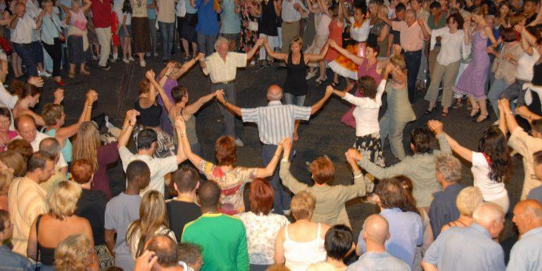 0049 Sardane danse traditionnelle