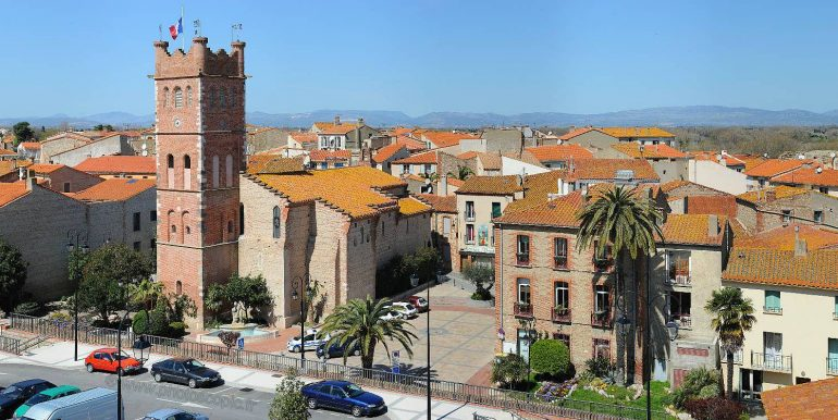 canet-en-roussillon_eglise-st-jacques_mairie_photo-semi-aerienne