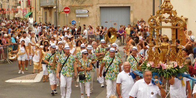 053 UNE TRADITION SECULAIRE