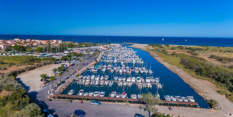 075 Le port de Ste Marie et la mer